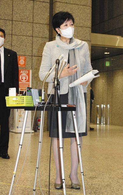 追加経費の負担について説明する小池百合子知事=東京都庁で