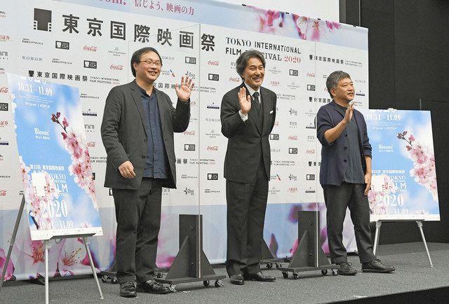 「東京国際映画祭」ラインアップ発表記者会見に登場した(左から)深田晃司監督、役所広司、是枝裕和監督=東京・六本木で