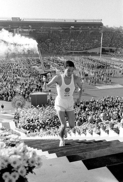 1964年東京五輪の最終走者、ヒロシマ背負い<聖火 移りゆく 五輪と ...