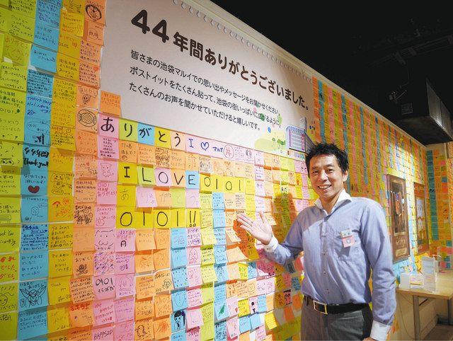 壁一面に張られたメッセージを紹介する高橋雄一店長
