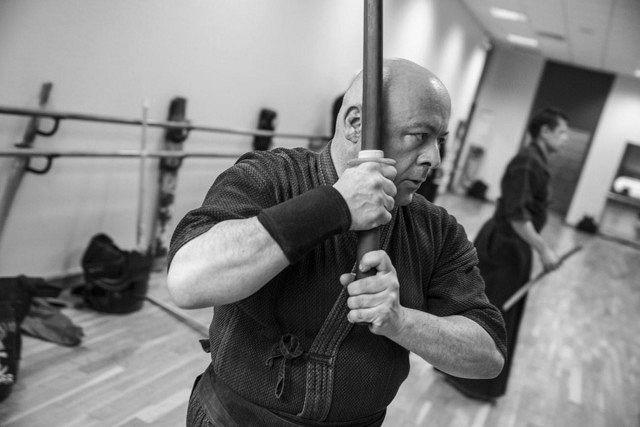 柔道とともに愛好する剣道を実践するティエリー・マルクスさん=本人提供、ⓒGerard Uferas