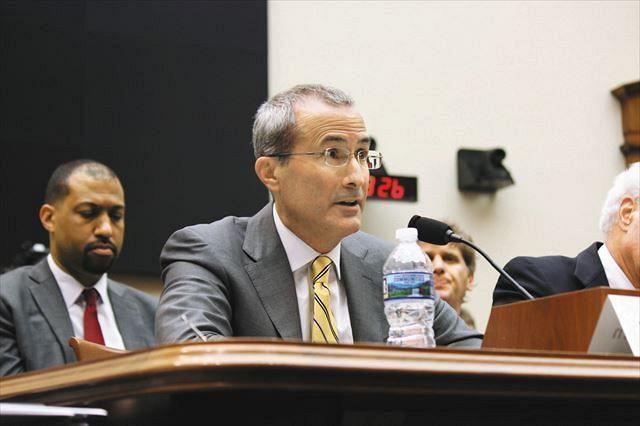 米議会の公聴会で昨年6月、米新聞業界を代表して証言するデビッド・チャーバン氏=ワシントンで、白石亘撮影
