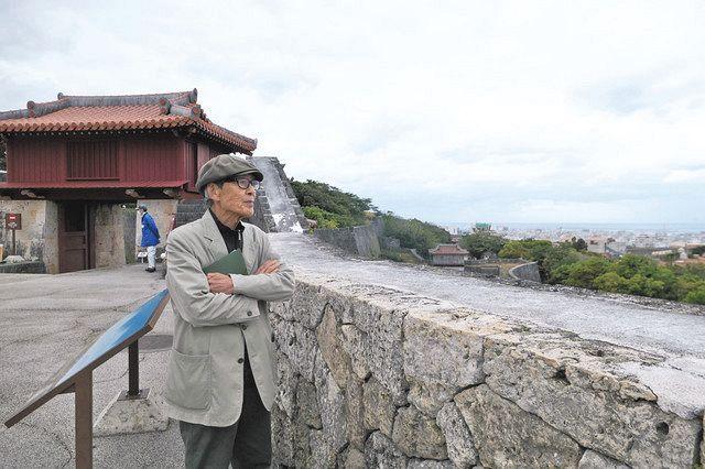 映画の一場面。首里城を訪れた森口さん ©永田浩三
