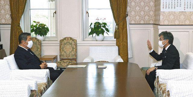 会談に臨む自民・森山(左)と立憲民主・安住の両党国対委員長