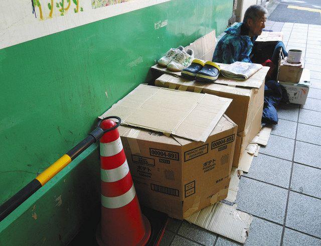 故郷の大阪を離れ、新宿で路上生活を送る男性
