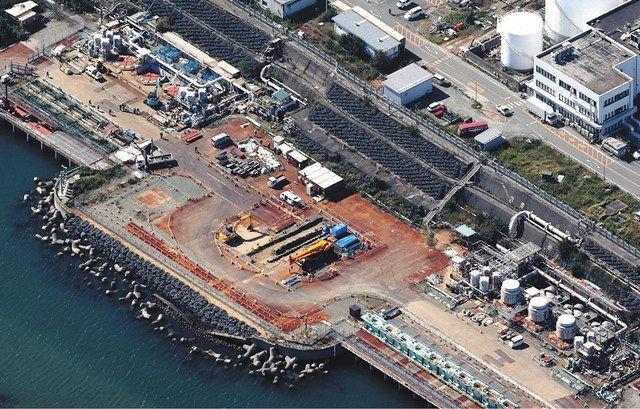 5、6号機の海側には、海洋放出する処理水をためる立て坑の建設地付近に重機があった