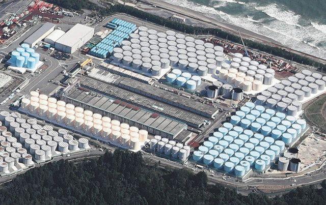 南側のタンクエリア。中央と右下に建設中のタンクがある