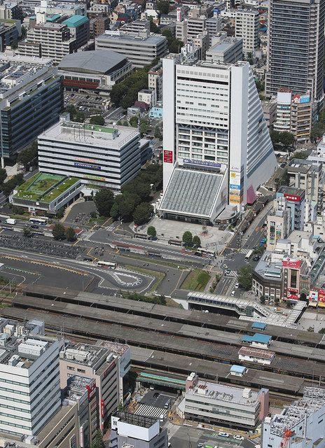 老朽化で解体が決まっている中野サンプラザ=東京都中野区で、本社ヘリ「おおづる」から