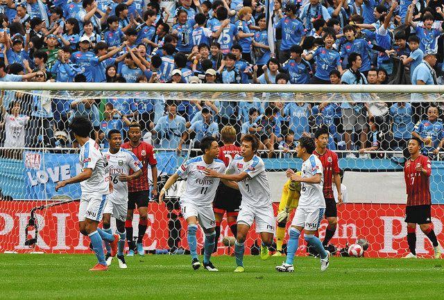 昨年10月、札幌―川崎の顔合わせで行われ多くの観客が詰めかけたルヴァン杯決勝。新型コロナ禍の今季は年明けに開催されることとなった=埼玉スタジアムで