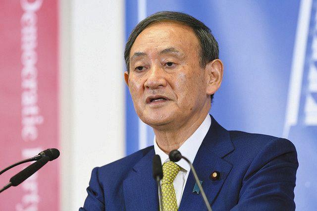 記者会見する自民党の菅新総裁=東京・永田町の党本部