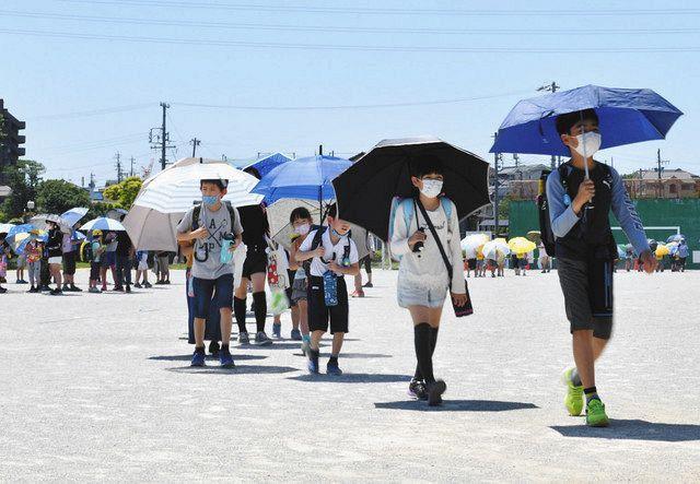 傘さし登下校、社会的距離確保と熱中症予防に効果あるの?:東京新聞 ...
