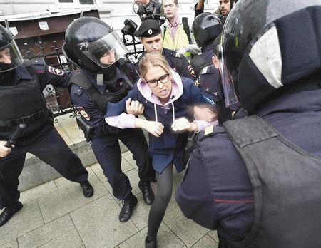 モスクワ 600人超拘束 市議選デモ、中心部封鎖 2週連続:東京新聞 ...