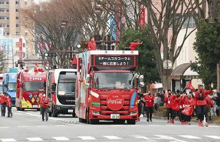 聖火リレー 大音量、マスクなしでDJ…福島の住民が憤ったスポンサーの「復興五輪」