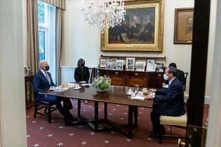 記者会見で質問スルー、現地にいるのに電話会談…菅首相の訪米珍道中、識者の評価は?
