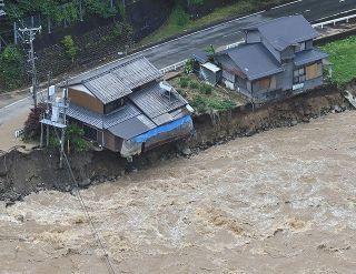 「経験したことのない雨」 岐阜豪雨で飛騨川沿いの国道41号が崩落