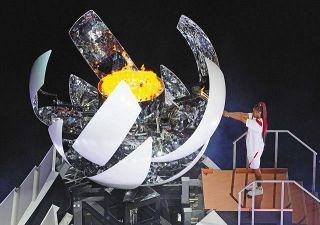 <五輪ライブ>聖火台に点火したのは大坂なおみ 無観客の開会式でコロナ犠牲者に黙とう 「#五輪やめて命守れ」各地で抗議